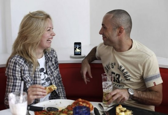 izpzaexpressipod1 First Burger King Japan, Now UK Pizza Chain Installs iPod Docks In Every Booth
