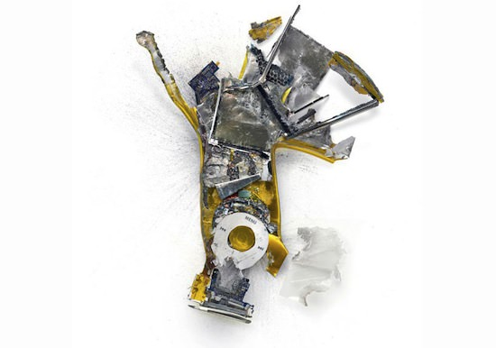 ap07 A Series Of Smashed, Mangled, Shot Up & Melted Apple Products [Pics]